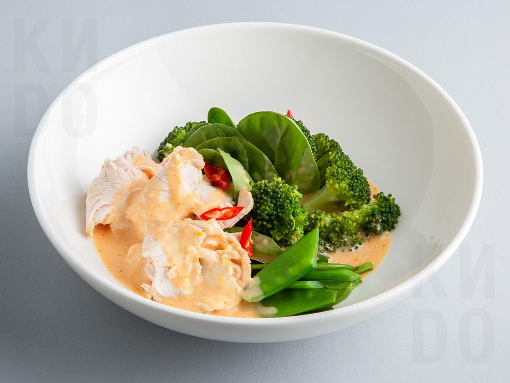 Индейка с брокколи в соусе Том Ям