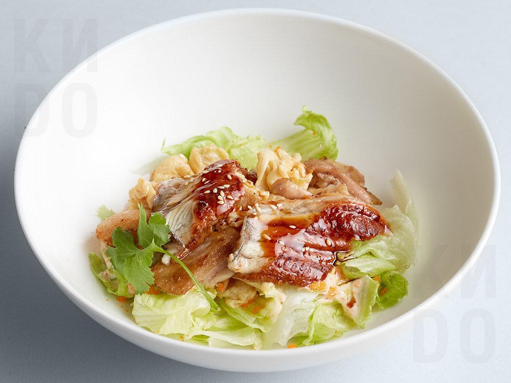 Тёплый салат с угрём