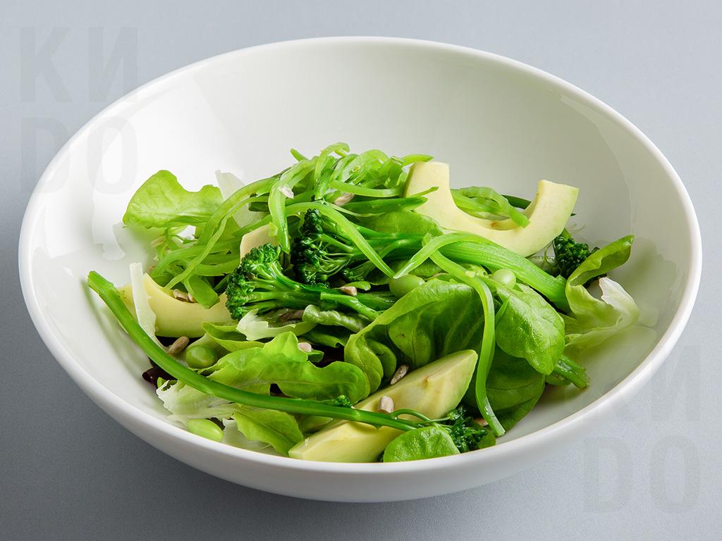 Зелёный салат с медово-горчичным соусом