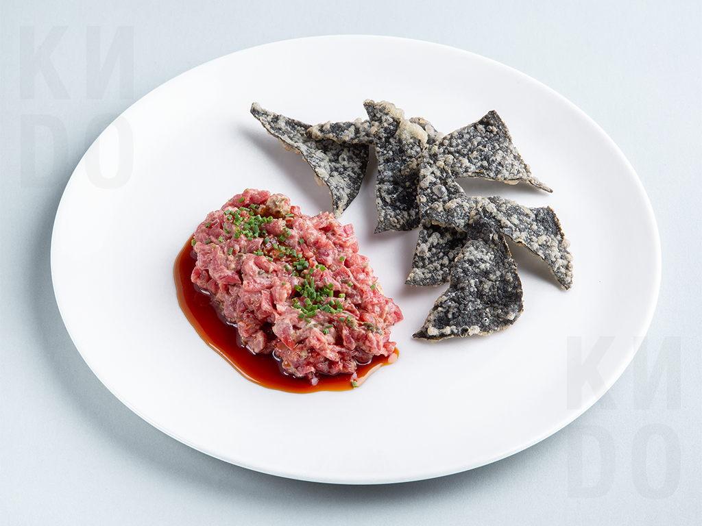 Тар-тар говядина с чипсами нори